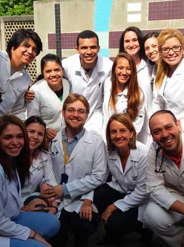 proyecto-adopta-un-medico-residente-de-posgrado-1-vdtm